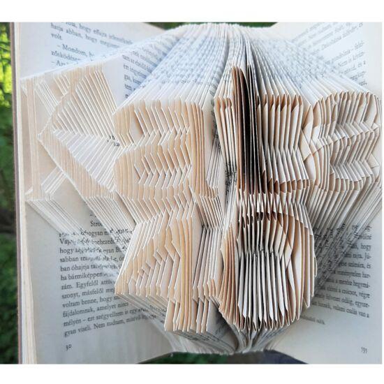 Egyedi kézzel készített könyvszobor születésnapra, névvel és számmal